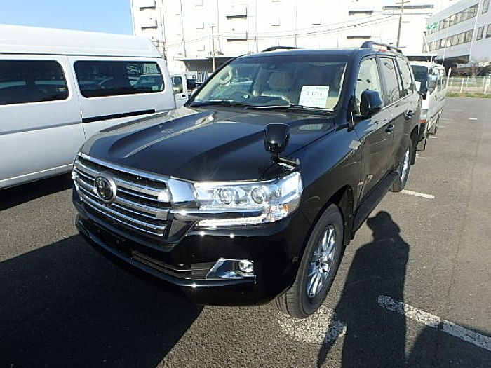 2017 LANDCRUISER WITH COOL BOX URJ202- New and used cars